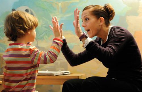 Как распознать аутизм и причины его развития