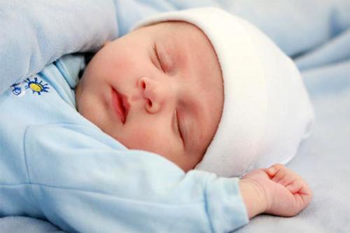Нормы и отклонения в поведении новорожденного
