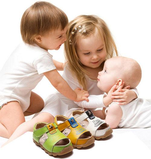 Значение ортопедической обуви для малышей
