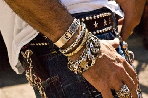 Ювелирные украшения для мужчин: подбираем изделие в подарок