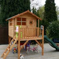 Игрушечный деревянный домик для детей