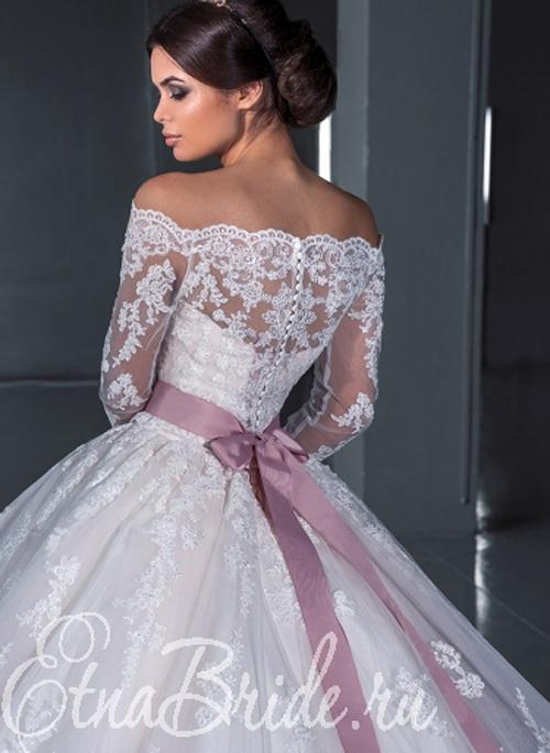 Кружевные свадебные наряды