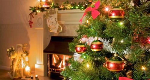 Бутафорская ёлка к Новому году