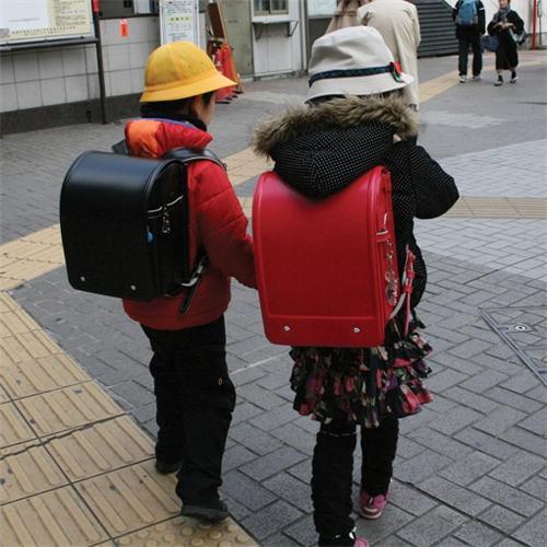Стильные кожаные рюкзаки для школьников