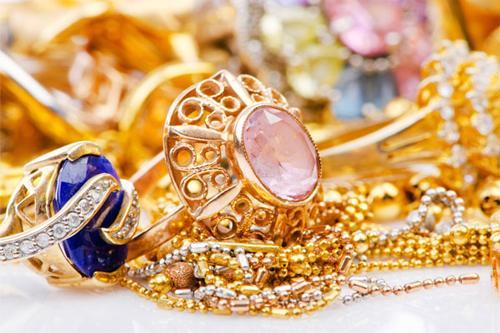 Как выбрать ювелирное украшение в подарок?