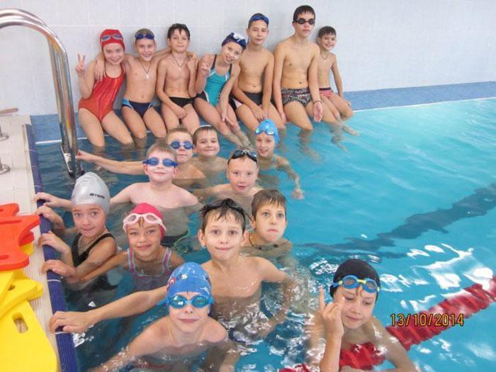 Почему полезно плавать и взрослым и детям
