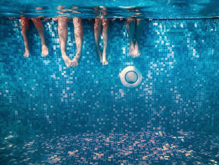 Зачем нужна справка в бассейн?