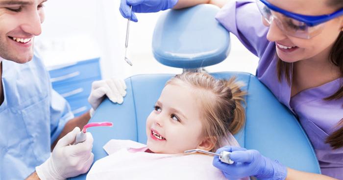 Первое посещение стоматолога вашего ребенка